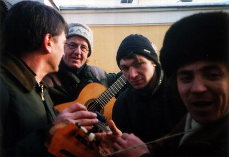 Vysotskijsynging på gata i Moskva
